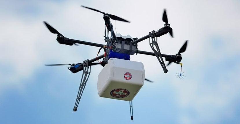 El primer país con una red de drones para repartir vacunas y sangre